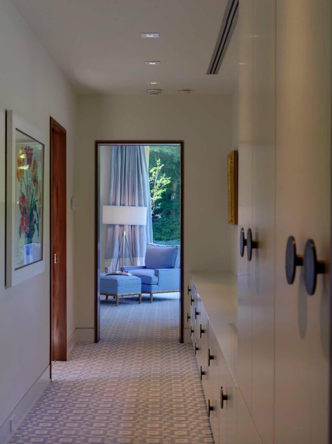 Light Flooded Contemporary Retreat Nestled Hillside In Maryland Zeitgenossische Badezimmer Schlafzimmerrenovierung Renovieren
