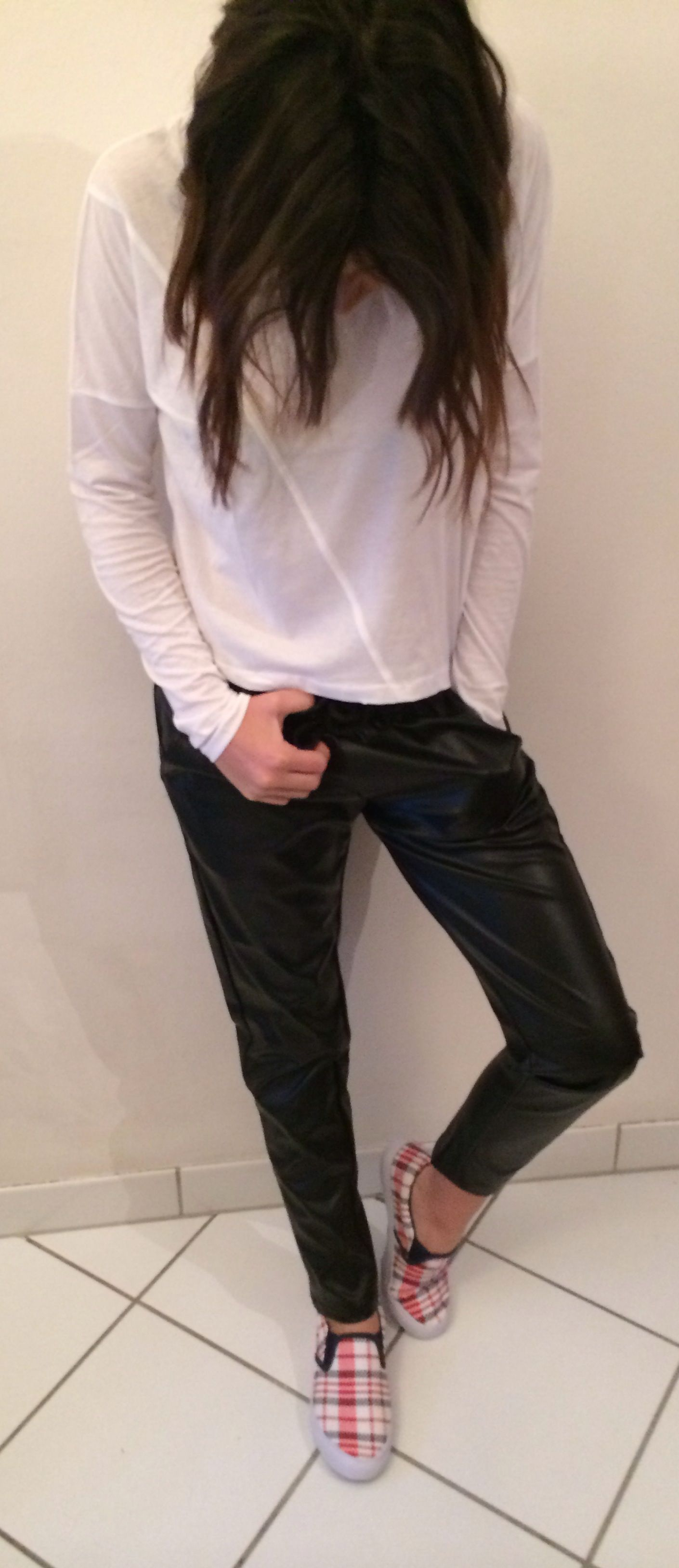 http://www.nadya-carol.blogspot.fr/  #fashion #moda #slipons #choiespants #tshirtbasic #zara