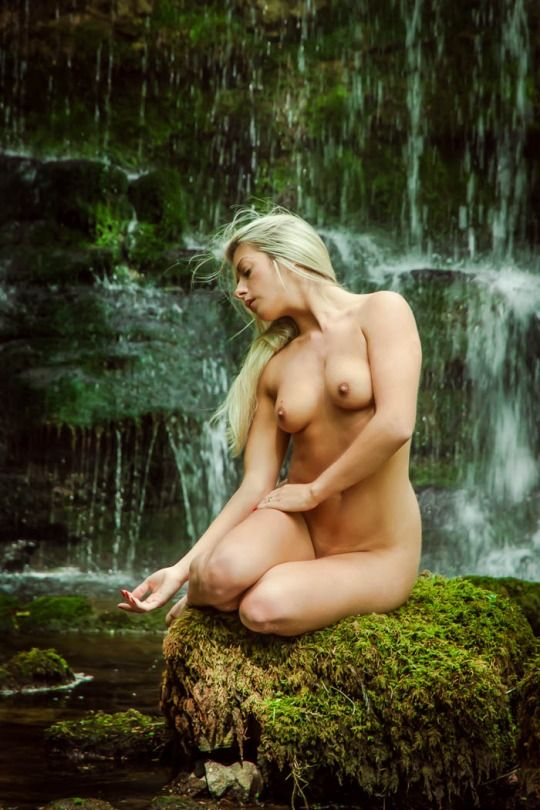 love naturalism,love kiss,love dating.The biggest nudist dating site to find  REAL Sexy nudist singles in your hometown for dating, sex and fun.