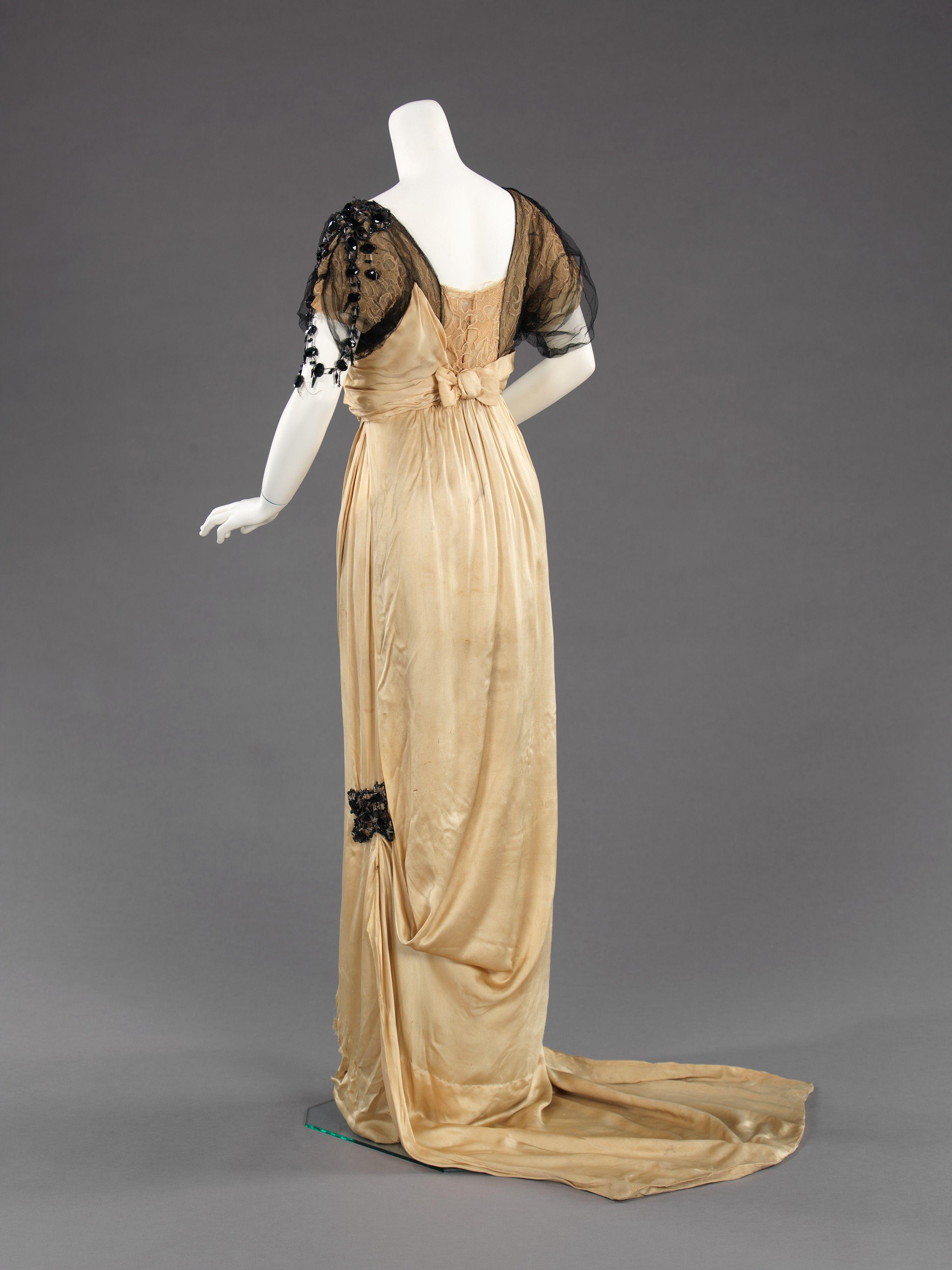 Evening dress Designer: Paul Poiret (French, Paris 1879–1944 Paris) Date: 1912–14 Culture: French Medium: silk Dimensions: Length at CB: 75 in. (190.5 cm)