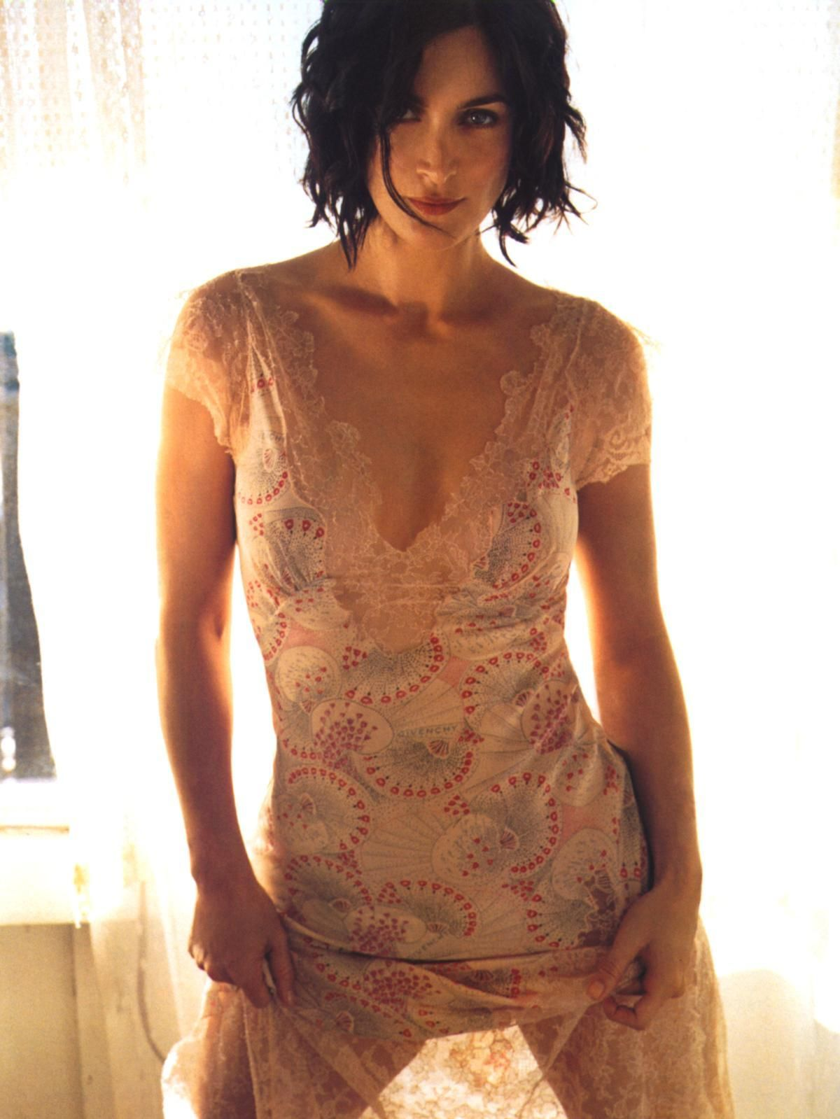 the-beautiful-ones.com | Carrie anne moss, Celebrities, Carry on