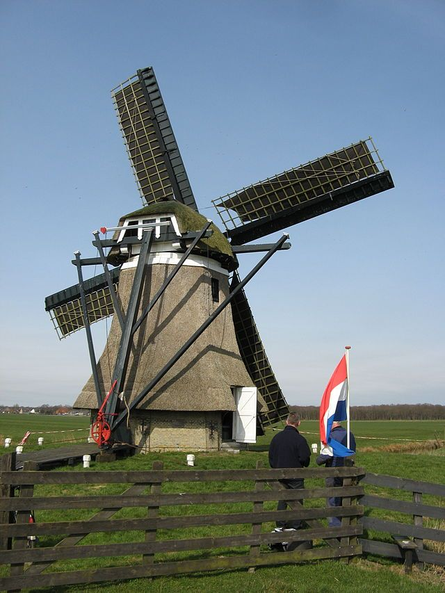 ('t) Zwaantje (Fries: (It) Swaantsje), vroeger de Huitebuurstermolen te Nijemirdum is een grondzeiler uit 1893. Het Zwaantje is opnieuw als maalvaardige poldermolen in gebruik genomen, al kan hij ook in circuit malen.