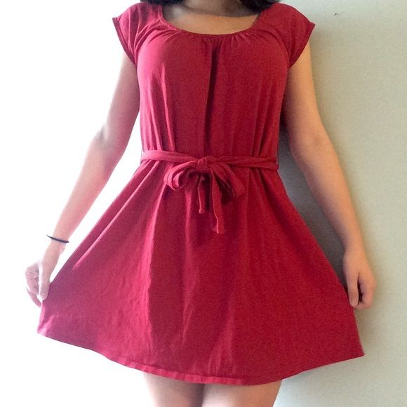 Old Navy Dress Super cute red old navy dress. You can wear the belt in front or to the side. Super comfy tshirt material. I'm 5'2 and it comes to the middle of my thigh. Also, I wear a medium and this is a small and fits loose, but can be tightened Old Navy Dresses Midi