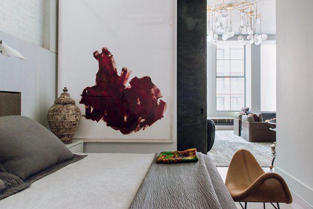Une chambre grise aux airs de galerie