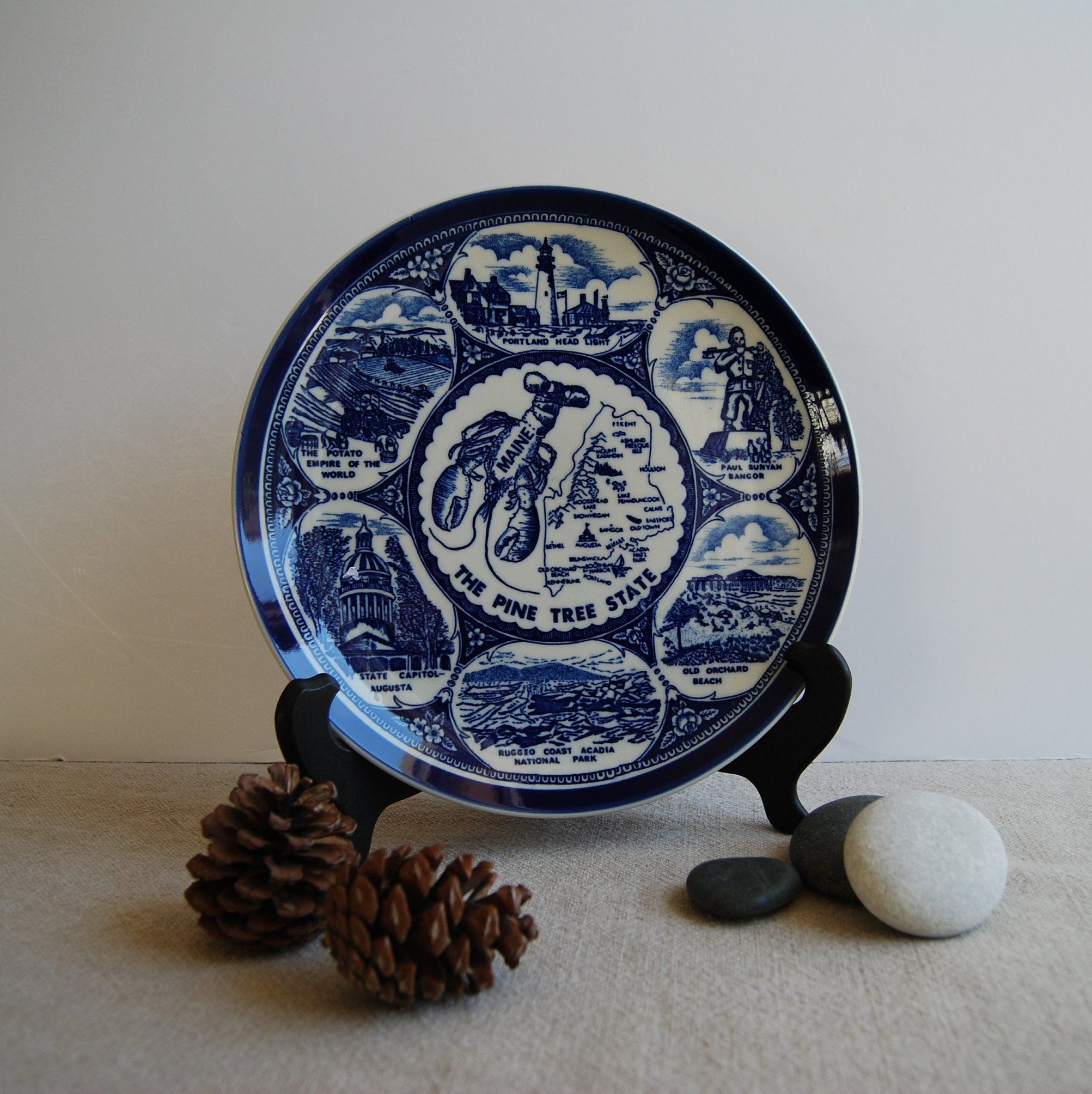Vintage Maine Souvenir Plate 1950s Blue White State Of Maine Collectible Plate Lobster Plate Souvenir Plates Vintage Souvenir Collectable Plates