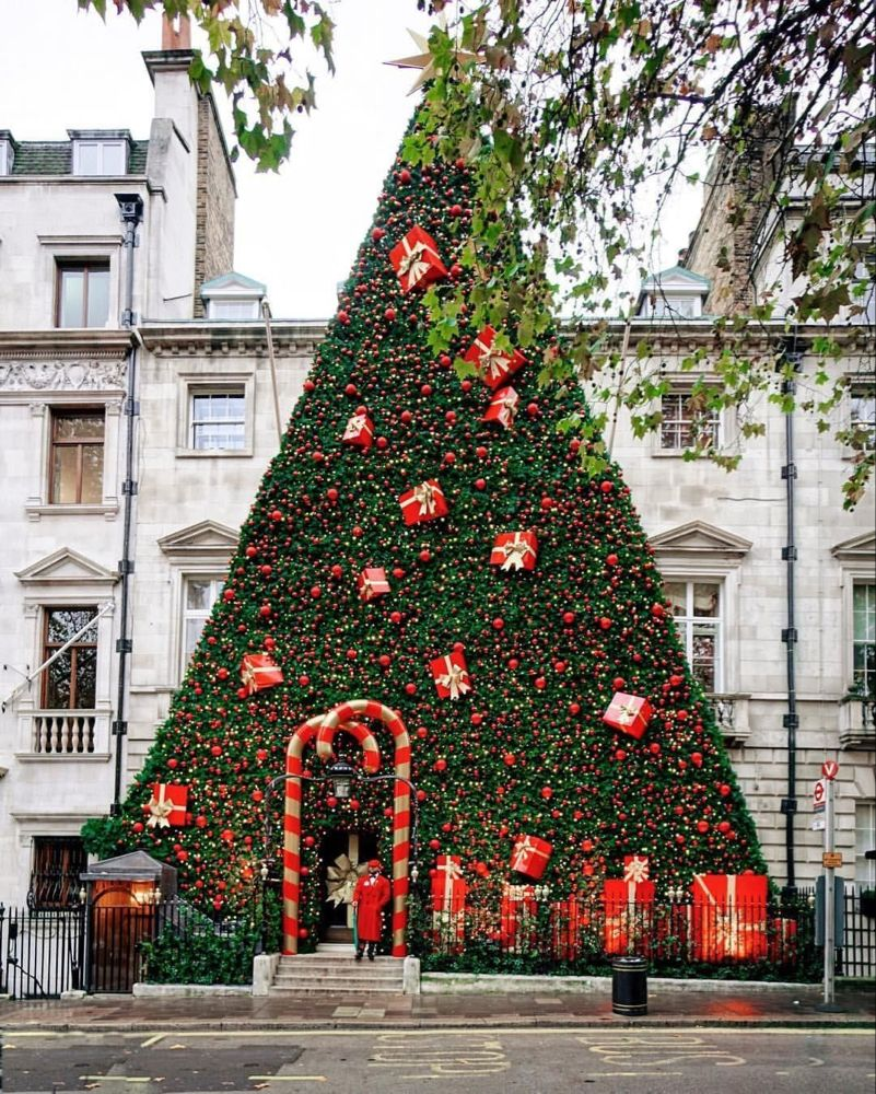 Instagrammable Christmas In London The Top Festive Spots In The Capital London Christmas Pretty Christmas Decorations Christmas Tree