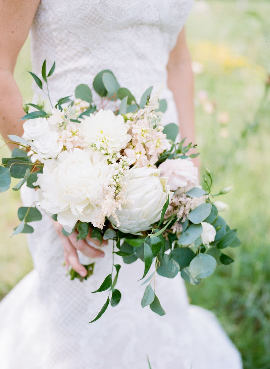 Gorgeous Minimalist Modern Wedding Is Proof Less Is More White Wedding Bouquets Hill Country Wedding White Wedding Flowers
