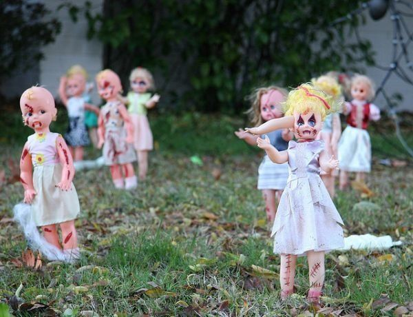 diy scary halloween decorations front yard decoration ideas zombie dolls - Homemade Halloween Decorations Ideas