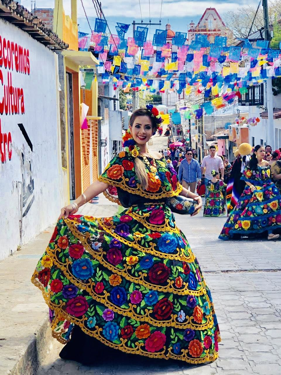 Vestido Regional De Chiapas En 2019 Vestidos Mexicanos
