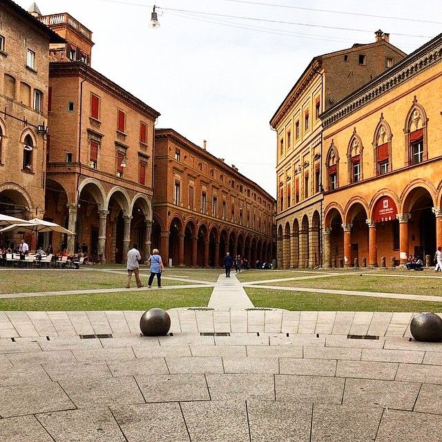 Piazza Santo Stefano - Instagram by lele_twin