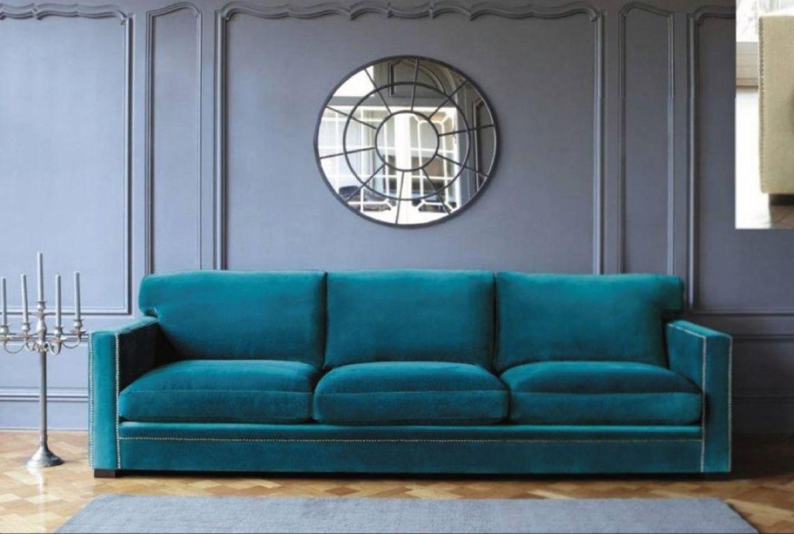 952 Sofa de tres plazas con tachuelas en azul | Decoración ecléctica ...