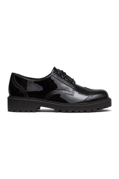 f335c066 Zapatos en charol calado | H&M | ROPA Y COMPLEMENTOS | Zapatos ...