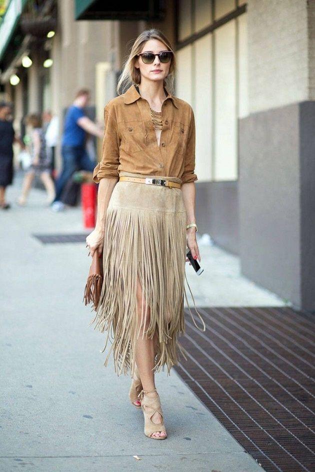 9b85dab02a Olivia Palermo con falda de ante con flecos