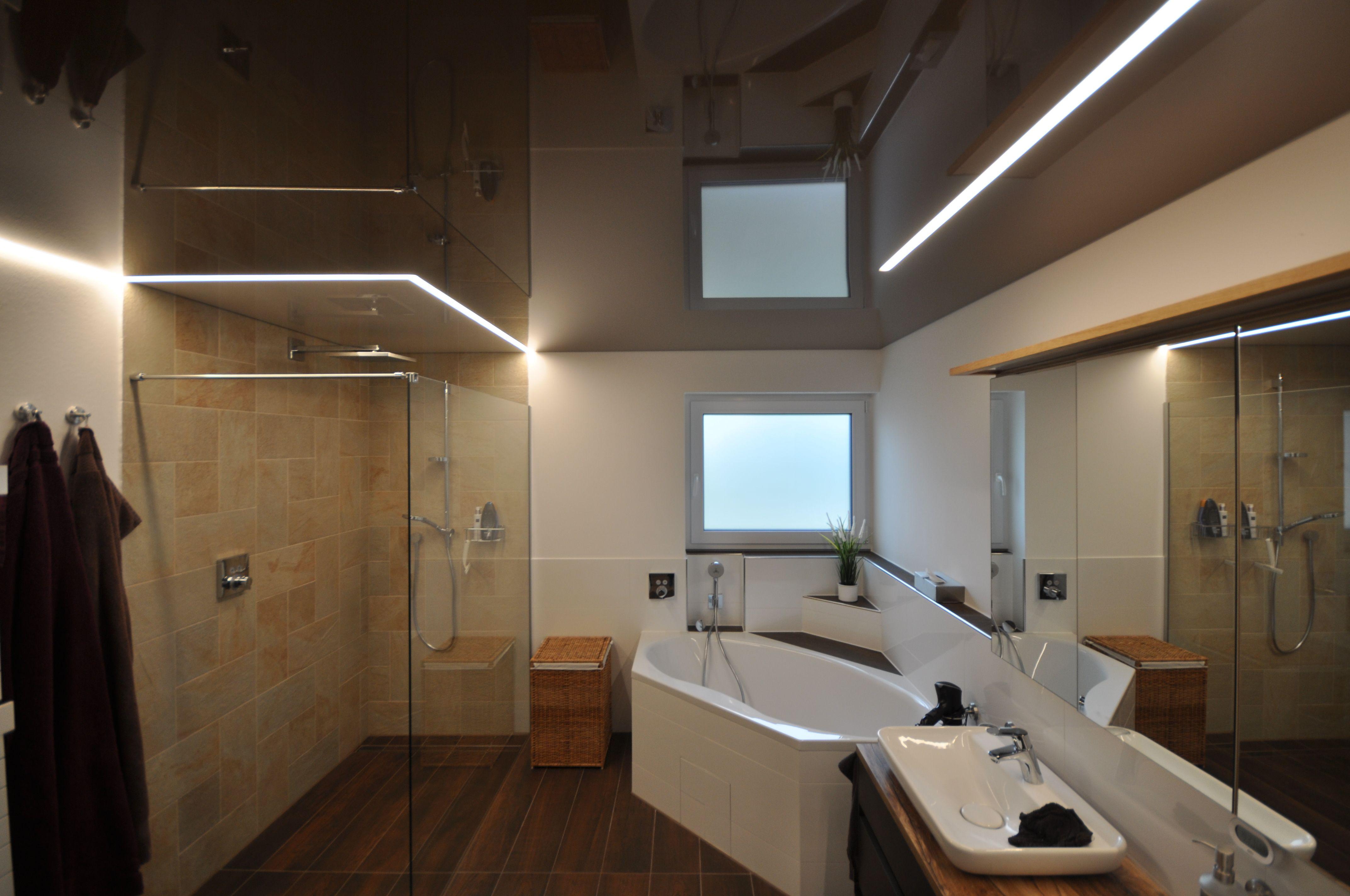 Spanndecke Im Badezimmer In 2020 Dusche Beleuchtung Spanndecken Badbeleuchtung