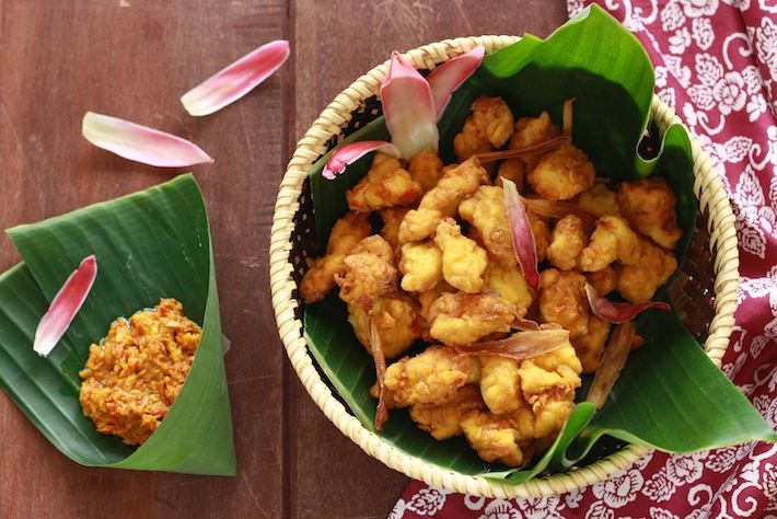 Crispy Fried Chicken Recipe Spiced With Torch Ginger Flower By Seasonwithspice Com Asian Recipes Ginger Recipes Chicken Spices