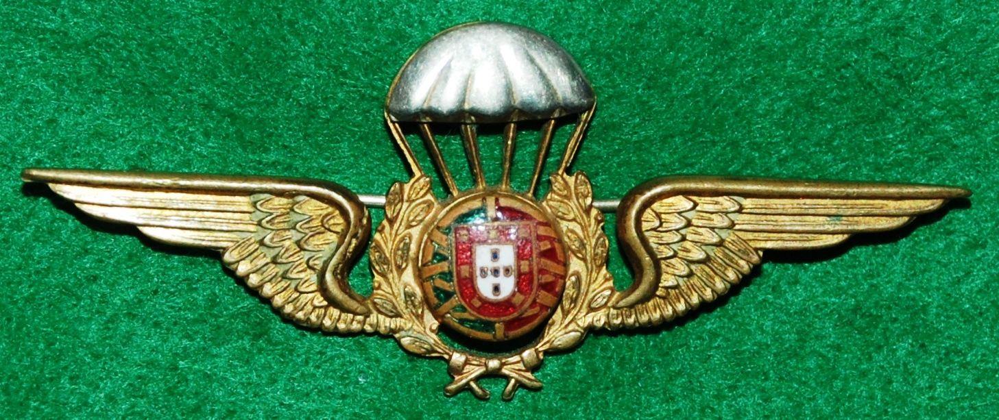 Distintivo de qualificação paraquedista usado entre 1961 e 1966 (Col. do autor)