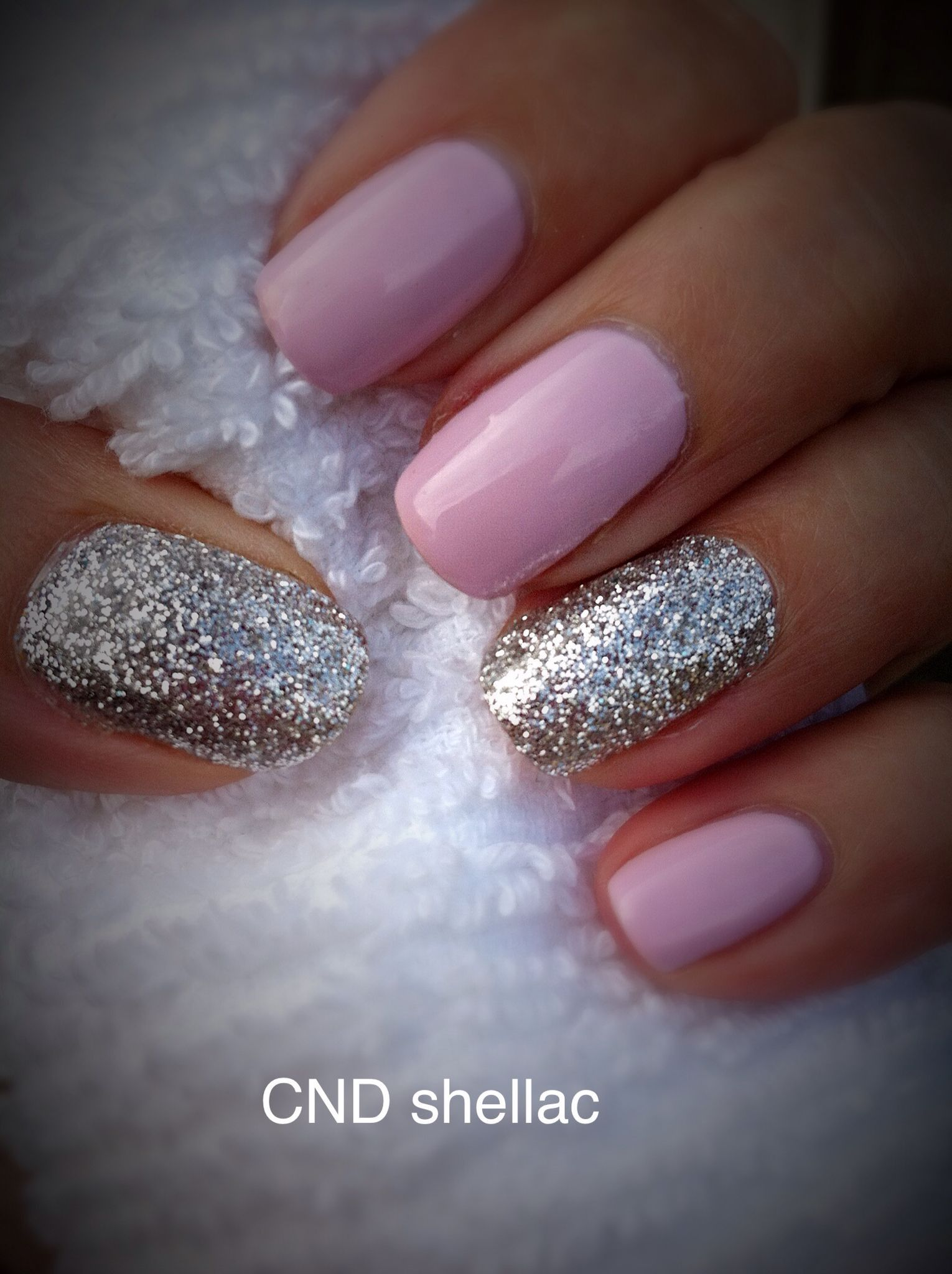20 Unique Nail Designs For 40 Year Olds Cnd Shellac And Lecente Glitter On Accent Nails 20 Uniqu Shellac Nail Art Shellac Nail Designs Glitter Accent Nails