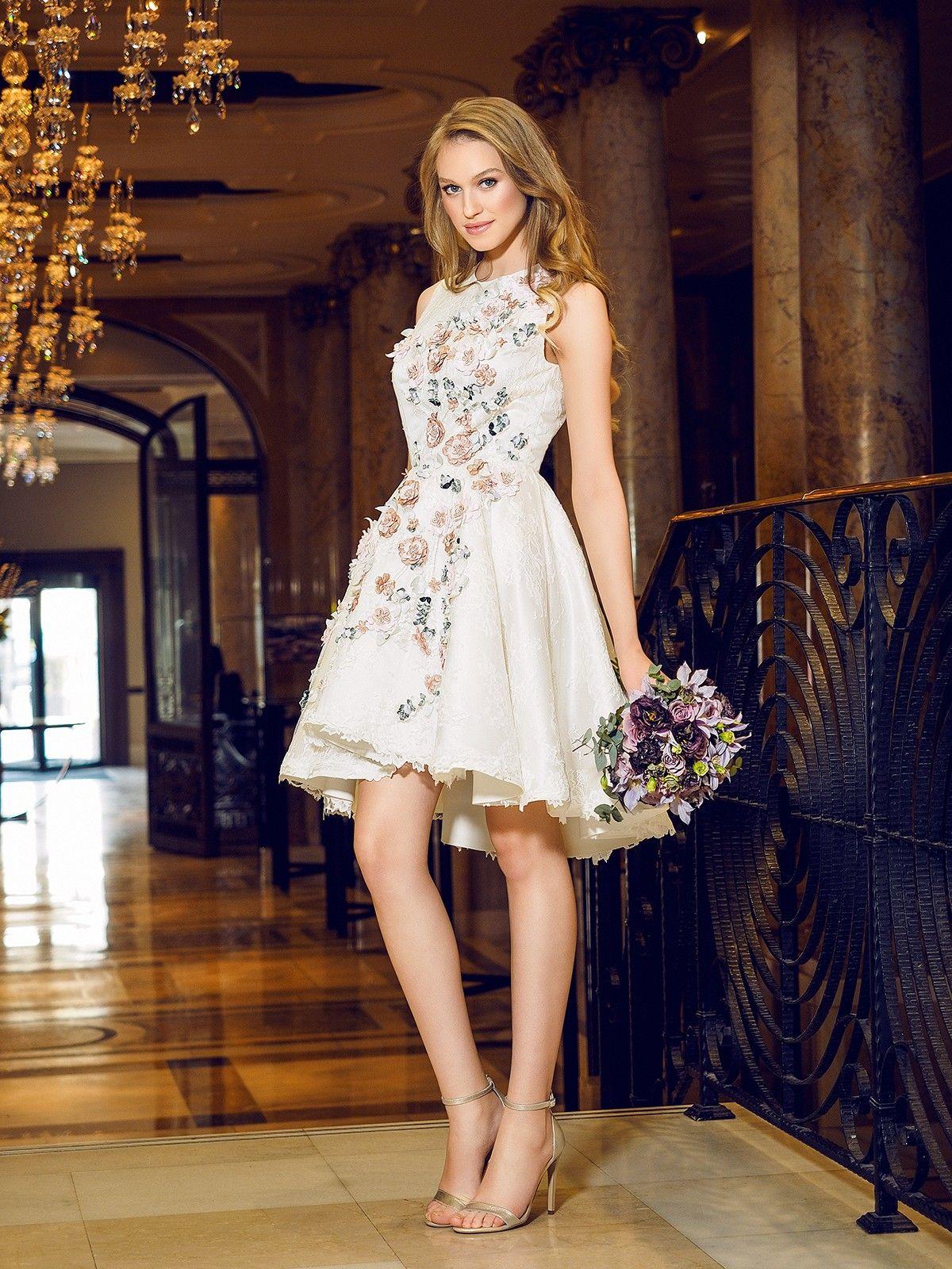 Robe de mariee courte avec couleur