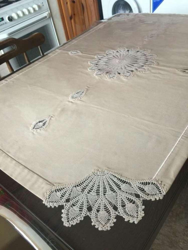 Encante-se: Os belos detalhes em crochê na toalha de mesa #dollies