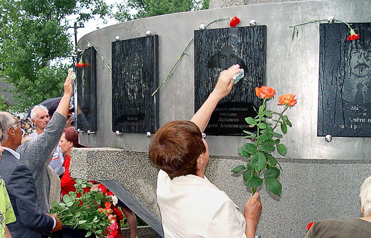 В Буденновске вспомнят о жертвах нападения террористов на город 20 лет назад - ИТАР-ТАСС/Виктор Новосельцев