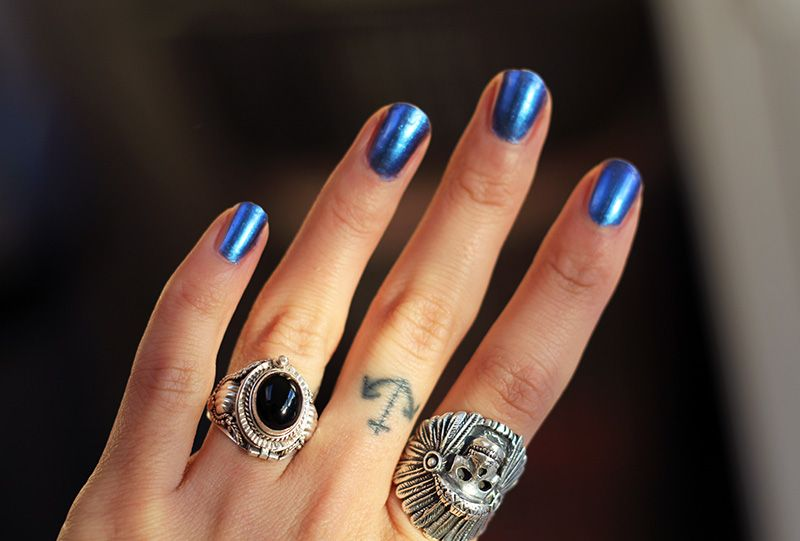 Nails this color too
