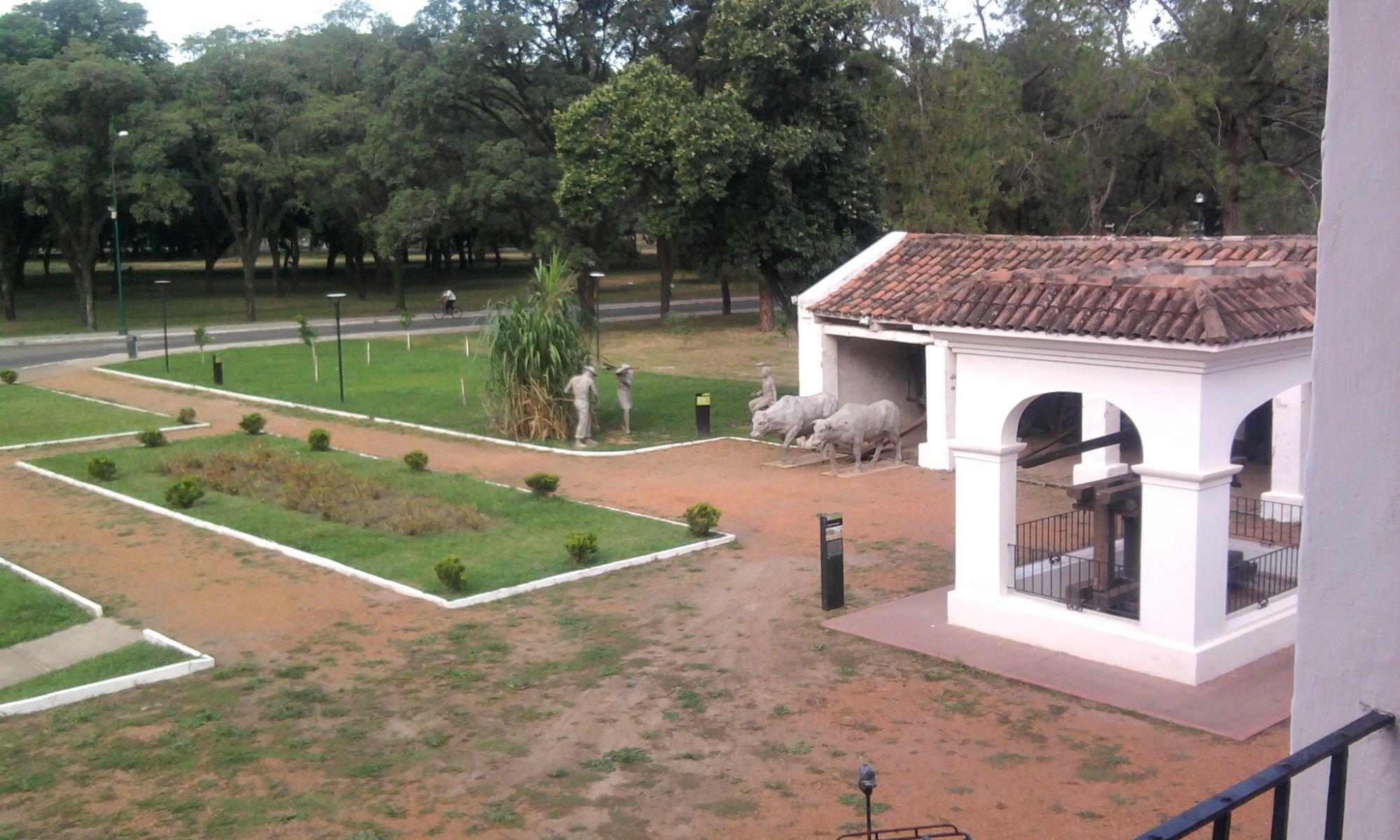 Jard N Principal De La Casa Del Obispo Colombres Parque 9