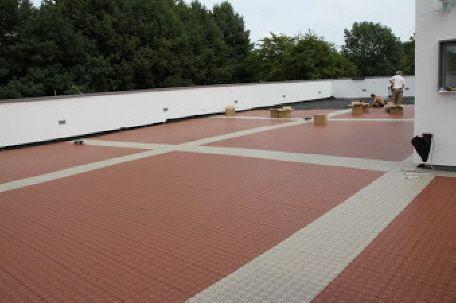 Dachterrasse mit Bergo XL Terrassenfliesen in terracotta