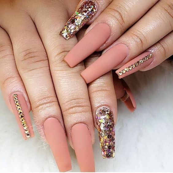 20 Chic Sparkle Nail Designs