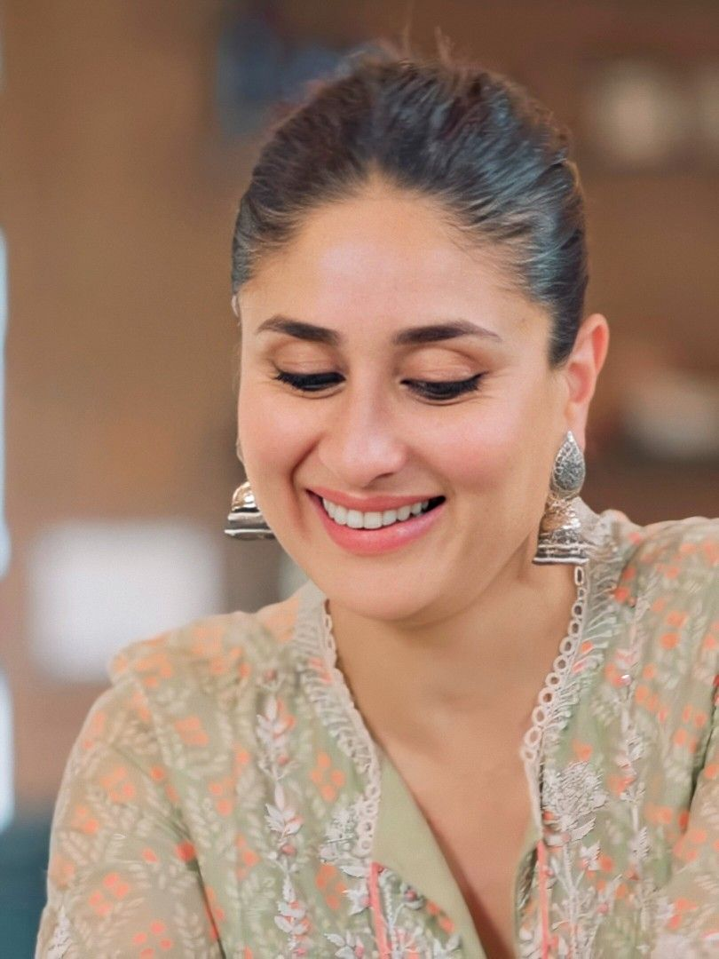 Pin By Nasir Choudhary On Kk Kareena Kapoor Khan Kareena Kapoor Pics Kareena Kapoor Photos