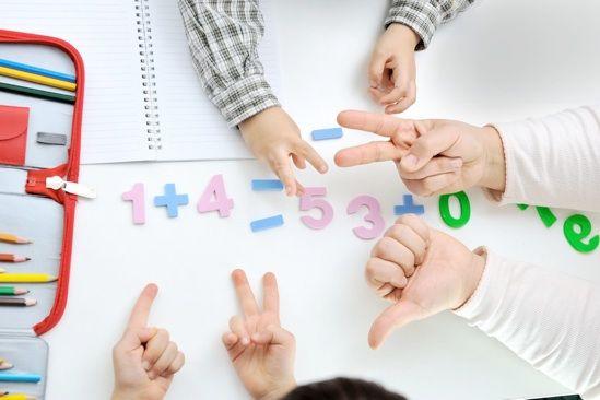 Aplicativo gratuito resolve equações matemáticas na hora - https://photomath.net/en/