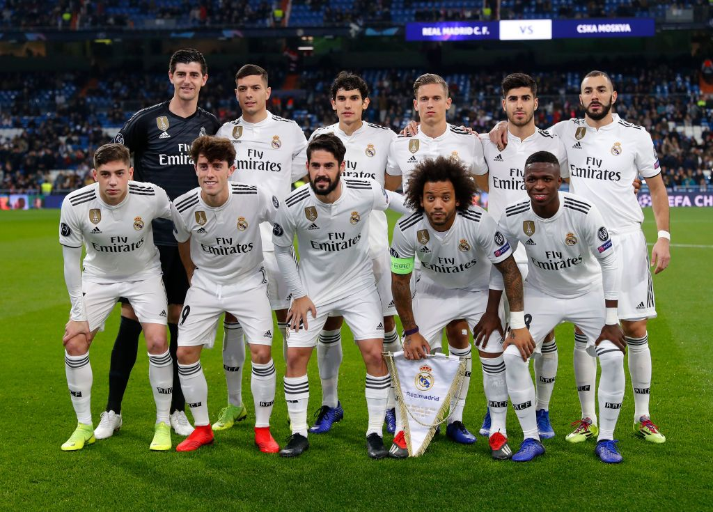 Players Of Real Madrid Pose Before The Uefa Champions League Group G Real Madrid Soccer Real Madrid Madrid