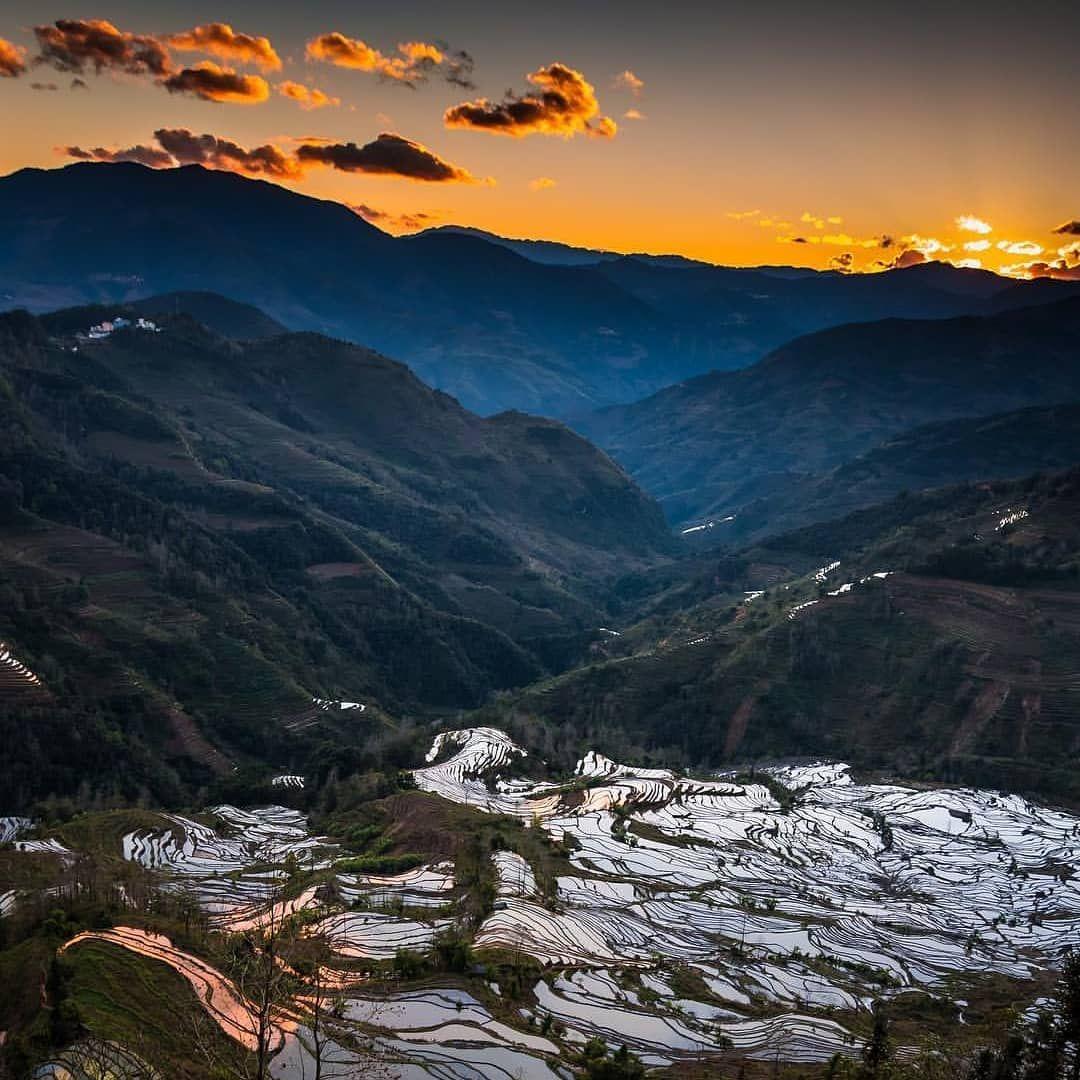 Terrazas De Arroz En Laohu Zui Yunnan China Todochino Conocerchina Aprenderchino China Travel Instachina Places Natural Landmarks Nature Landmarks