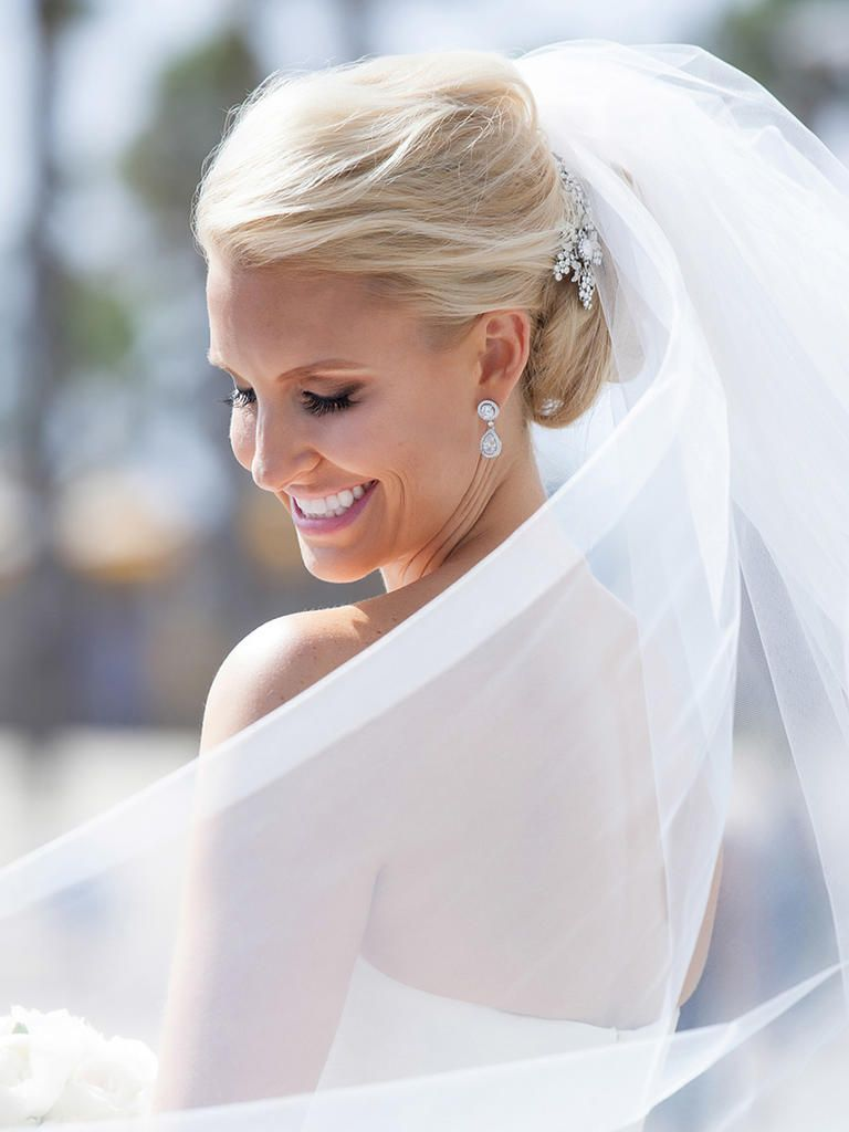 16 Wedding Hairstyles for Long Hair With Hairpins   Hair combs, Veil ...