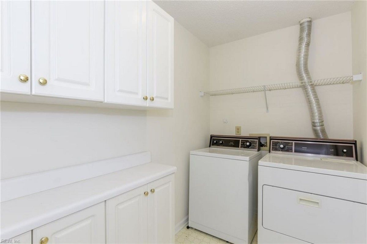 Newport News Va Townhome Large Laundry Rooms Laundry Room Cabinets Home Appliances