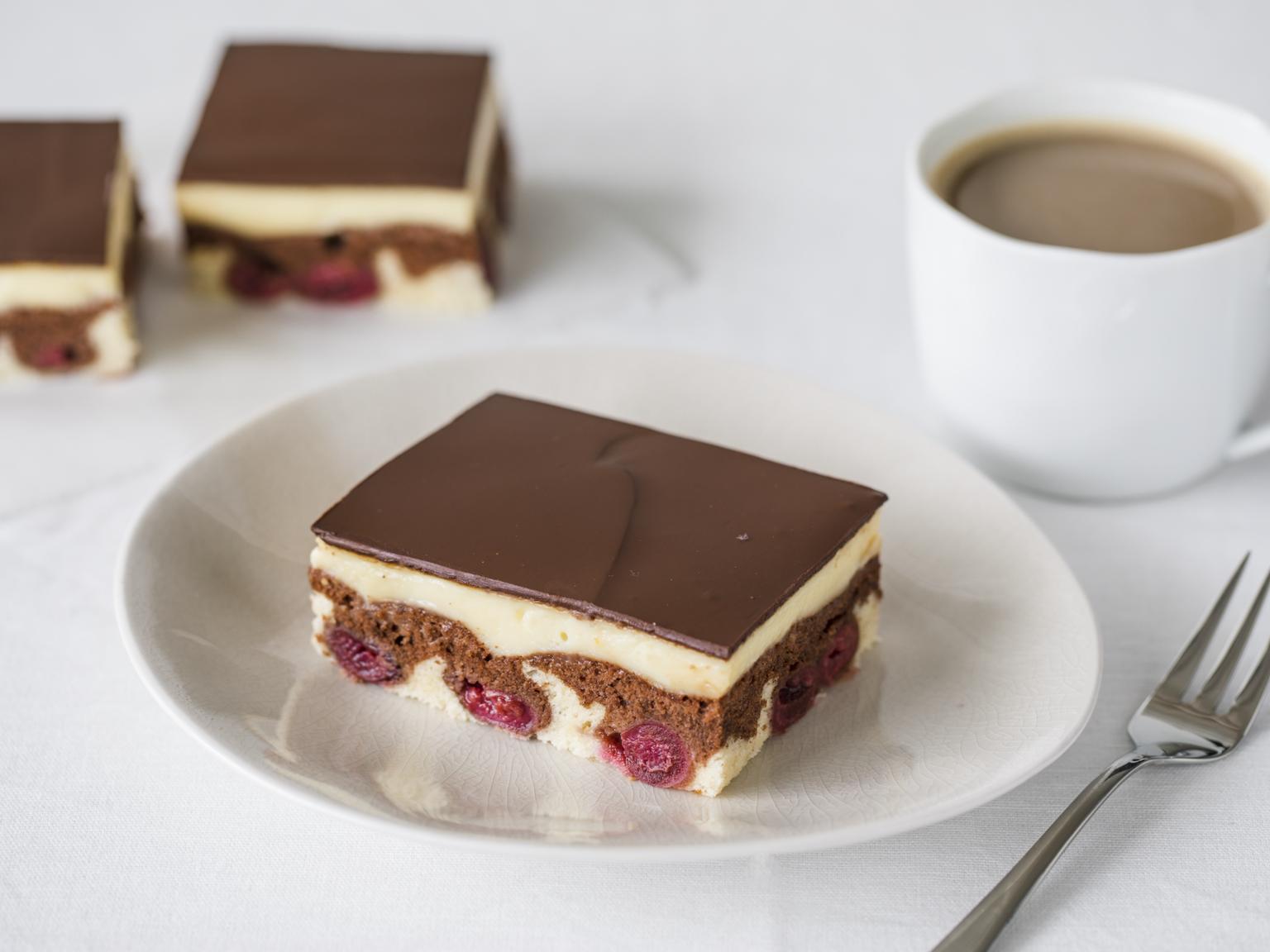 Donauwelle Mit Pudding Vom Blech Rezept In 2019 Donauwelle Blechkuchen Und Kuchen