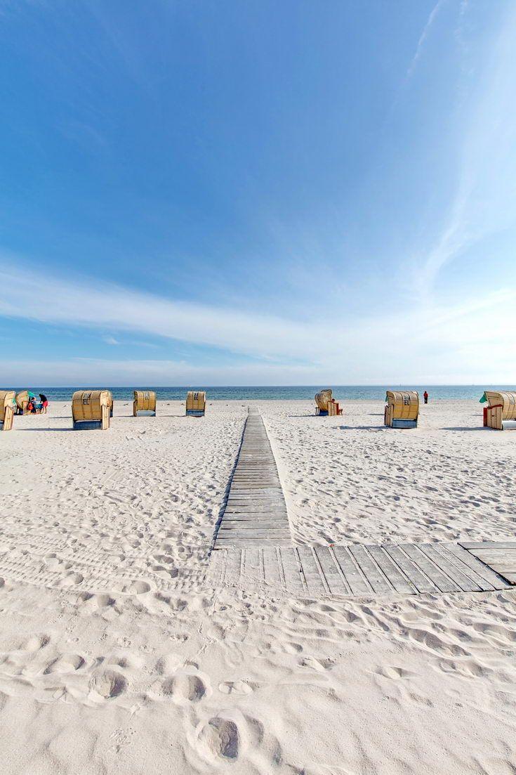 Holzweg ans Meer am Strand von Grömitz an der Ostsee