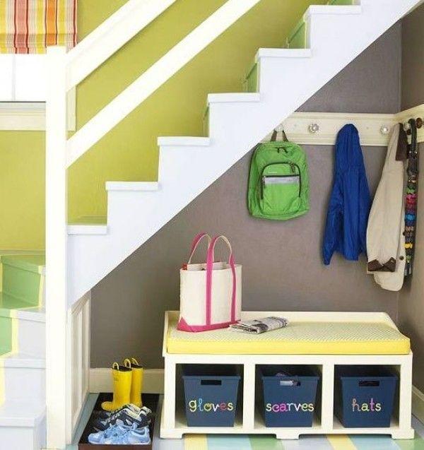 Kreative Wege Um Den Raum Unter Der Treppe Zu Nutzen Dekoration Haus Diy Treppenspeicher Garderoben Unter Treppen Kleiner Raum