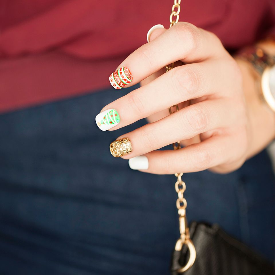 Have a holly, jolly mani! These festive nails will stay put & perfect for your #workparty & beyond #imPRESSmoments