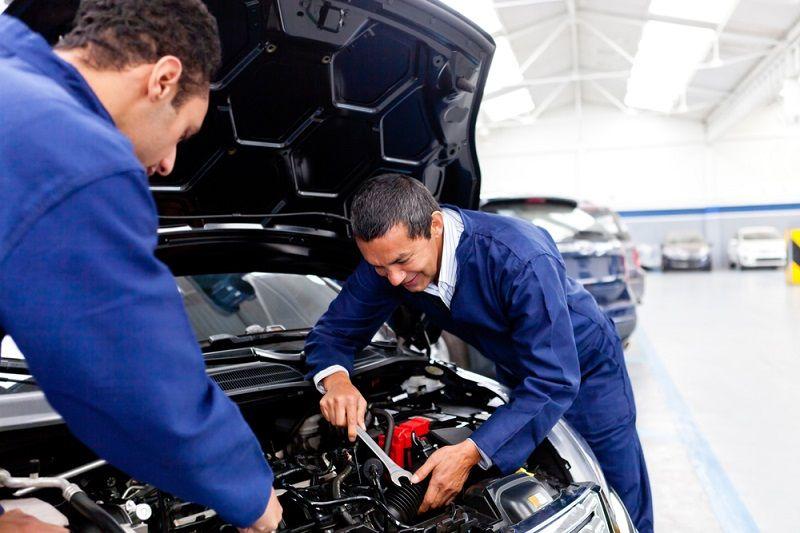 How To Select A Professional Car Mechanic Carmechanic Mechanic Car Mechanic Auto Repair Shop Auto Repair