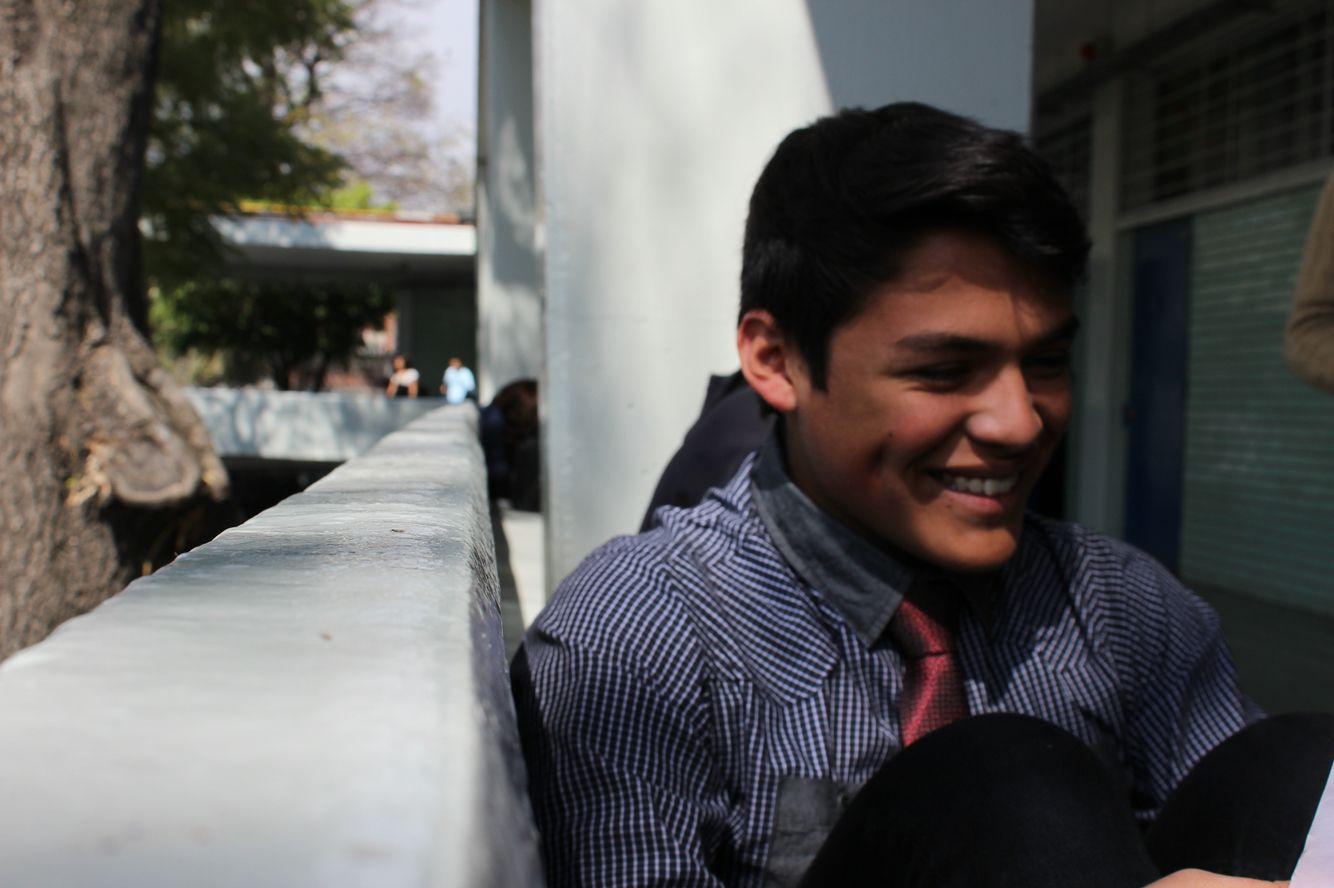 Titulo de la Obra: Sonrisas Autor: Jorge Adrián Hernández PérezApertura De Diafragma: F6,3 Velocidad de Obturación: 1/100 ISO: 100