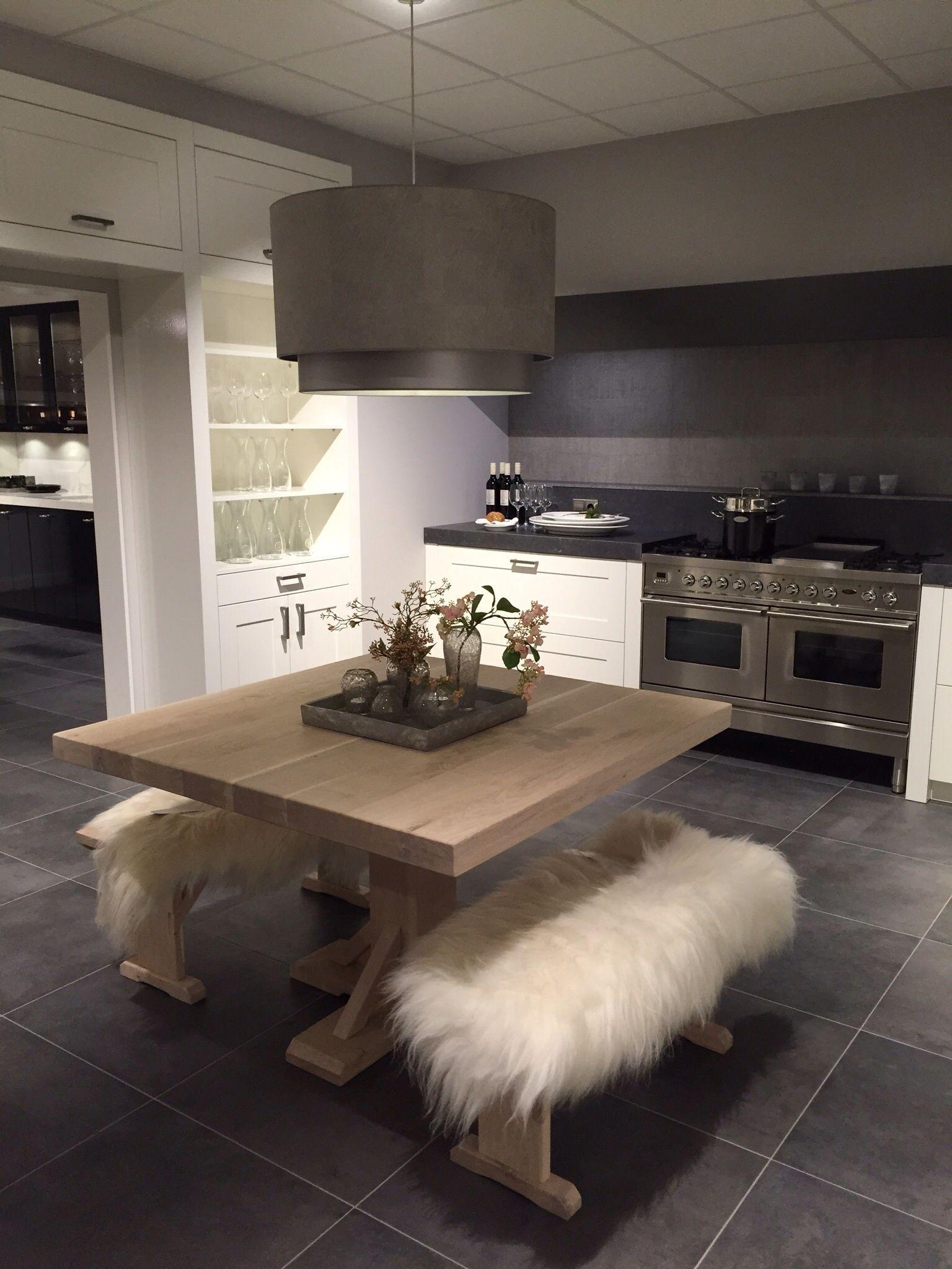 Middelkoop keukens Culemborg. Maatwerk meubels verlichting styling ...