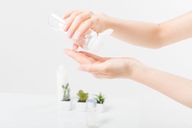 朝の化粧水はこうつけるのが正解メイク持ちをかなえるコツ3つ