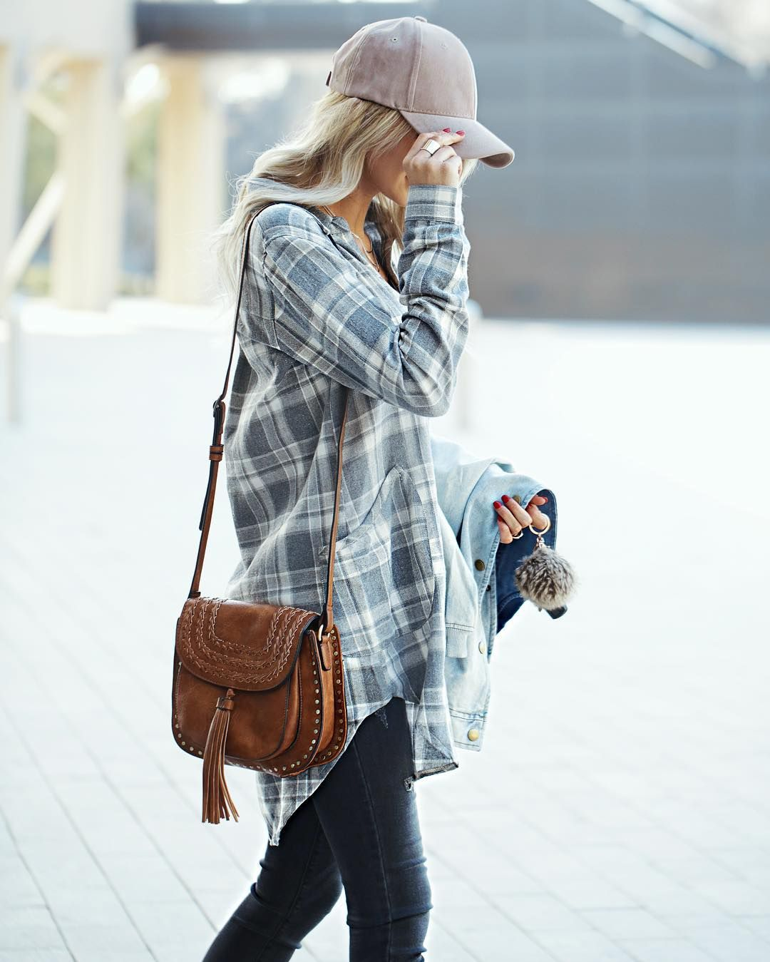 Your typical flannel with a tunic twist! Throw a baseball cap on it for a  celebrity-avoiding-the-paparazzi look 07e17b1f8981