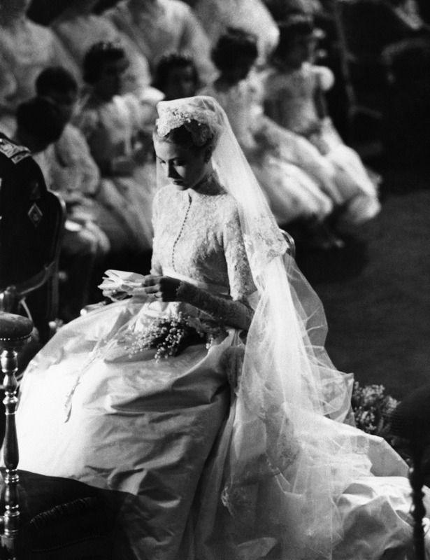 Grace Kelly el día de su boda con vestido de Helen Rose.