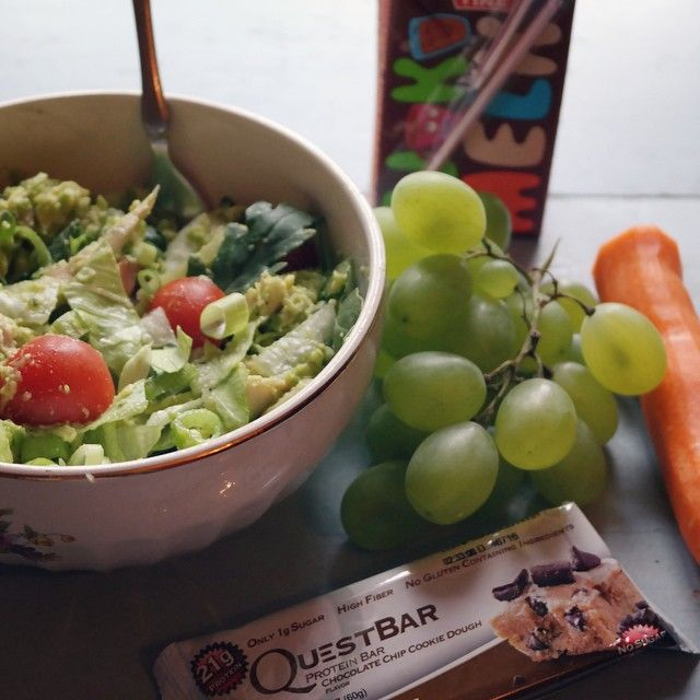 Lunch  Chicken salad, carrot, grapes, questbar and chocolate milk  #food#foodinspo#questbar#lovetoeat#eating#healthyfood#healthy#lifestyle#loveit#xlife_no#treningsforum#norwegianaesthetics#fitness#getstrong#lunch#sjokolademelk#sogood#shapeup#shapeup_no #Padgram