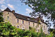 Façade du Manoir de la Fabrègues à  ESTAING dans l'Aveyron (12)