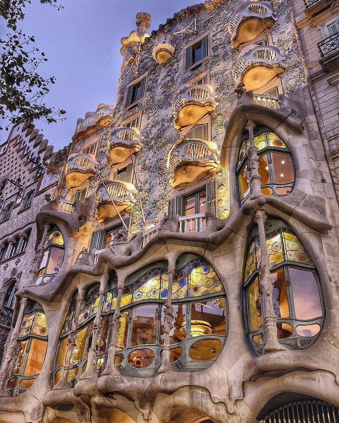 Pin De Mo Anderson En Spain Arquitectura En España Antonio Gaudi Arquitectura Increíble