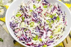 Dieses kohlenhydratarme Krautsalat-Rezept bietet einen zufriedenstellenden Crunch ohne einen hohen Gehalt an Kohlenhydraten. Diese niedrige carb col