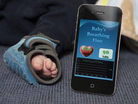 Owlet Baby Monitor monitora os sinais do bebê através de uma meia