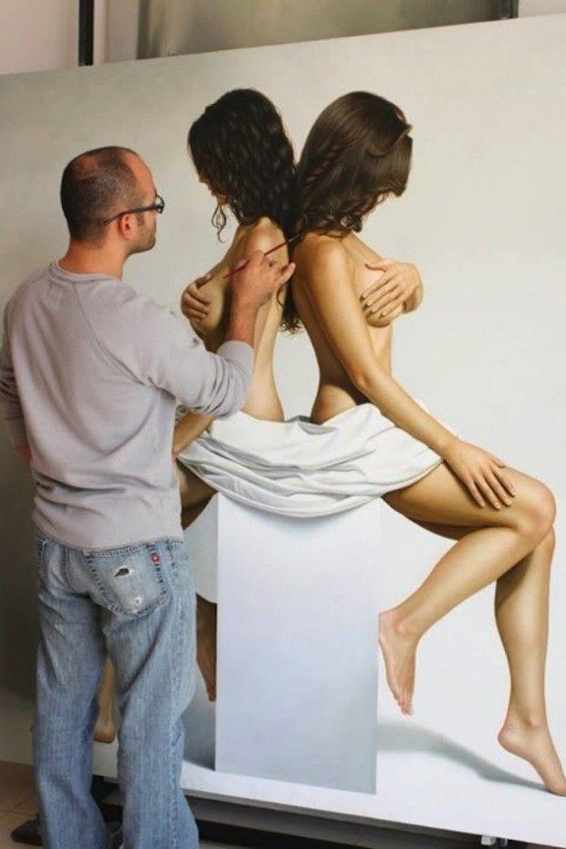 Nouvelles peintures hyperréalistes d'Omar Ortiz  Le peintre basé au Mexique, Omar Ortiz, revient avec de nouvelles créations minimales et hyperréalistes où le corps humain reste prédominant.  Ses tableaux agissent comme des éléments intimes sortis de leur espace et de leur contexte. Les cheveux, la peau, toutes les textures sont parfaitement représentées si bien que le corps semble prendre vie !